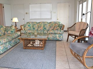 10LP - Spacious 2 bedroom, 2 Bath, with boardwalk & View from Deck, Sleeps 8