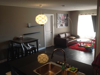 Fully Furnished 3bed 2Bath Lakeview evrything incl, Calgary