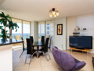Direct Ocean Luxury 3 bedrooms Condo, Hallandale Beach