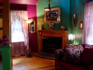 Secluded Romantic Doll House, Historic District, Eureka Springs