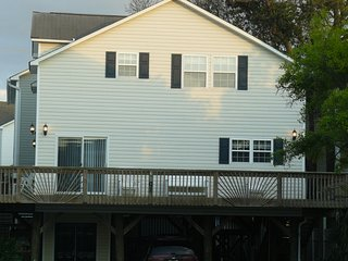 4Bdr/3Bth Beach House 100 yards from Beach, Pools, and Waterpark