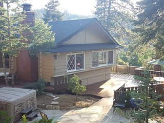 Knickerbocker Trail Retreat  -  Hot tub,Walk to Village, Lake& Close to Slopes