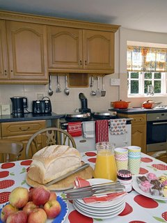 Glamorgan Coast holiday farmhouse - cosy by the Aga throughout the year
