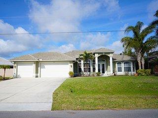 Villa Lazy Daze,Cape Coral 3b/2ba deluxe home