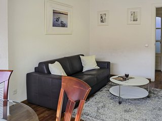 Gracia Familiar I apartment in Gracia with WiFi, airconditioning, balkon & lift., Barcelona