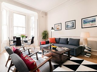 Kensington Bina Gardens apartment in Kensington & Chelsea with WiFi., Londra