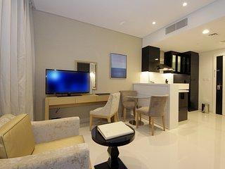 STUNNINGLY BEAUTIFUL STUDIO WITH BURJ KHALIFA VIEW, Dubái