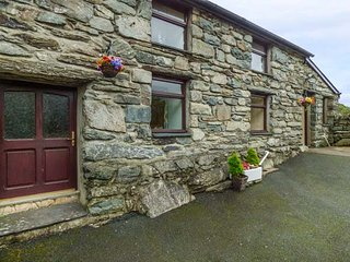 Y BWTHYN, pet friendly, WiFi, character holiday cottage, with a garden in Llanbe