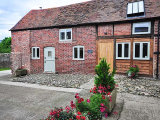 CHATFORD ROOST  barn conversion, en-suites, WiFi, woodburner in Shrewsbury Ref