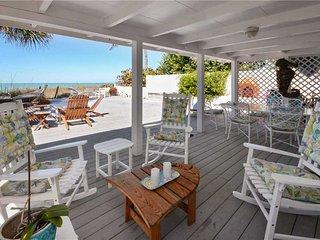 Beachfront Dream, 4 Bedroom, Gulf Front, Gas Grill, WiFi, Sleeps 8, Indian Rocks Beach