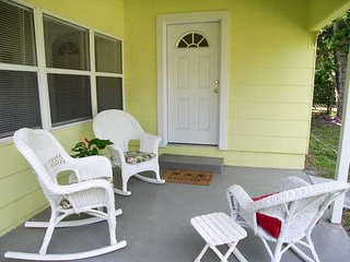 Bird of Paradise Bungalow, 2 Bedroom, Gulf View, WiFi, Sleeps 4, Gulfport