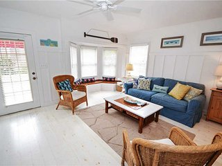 Shore Winds Cottage, 2 Bedroom, Walk to the Beach, WiFi, Sleeps 6, Redington Shores