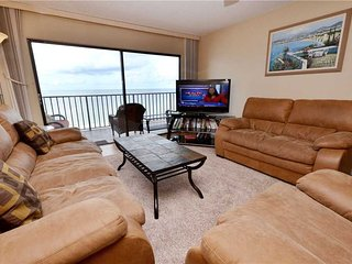 Las Brisas 306, 3 Bedroom, Gulf Front, Shared Pool, BBQ Area, Sleeps 8, Madeira Beach