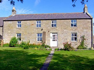 NORTH FIELD FARMHOUSE, pet-friendly, character holiday cottage, with a garden
