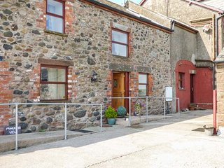 MUNCASTER VIEW , pet friendly, character holiday cottage, with open fire in Rave