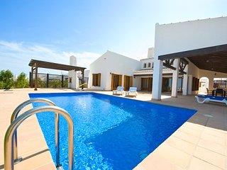Villa Algaba Mendigo - spacious front line golf..