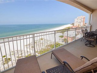 La Vistana 703, 3 Bedroom, Gulf Front, Heated Pool, Spa, WiFi, Sleeps 8, Redington Shores