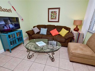 Parkside 9, 2 Bedroom, Walk To Beach, Spa, Pool, Tennis, Sleeps 6, Saint Pete Beach