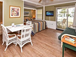 Sea Rocket 15, Studio, Second Floor, BBQ Area, WiFi, Sleeps 4, North Redington Beach