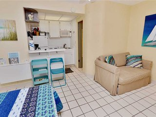 Sea Rocket 17, Studio, Ground Floor, BBQ Area, WiFi, Sleeps 4, North Redington Beach