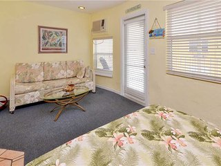 Sea Rocket 21, Studio, Second Floor, BBQ Area, WiFi, Sleeps 4, North Redington Beach