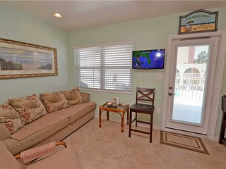 Sea Rocket 27, Studio, Second Floor, BBQ Area, WiFi, Sleeps 2, North Redington Beach