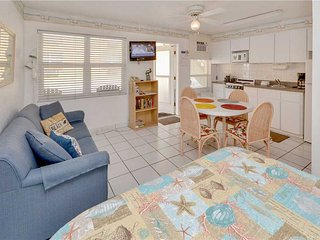 Sea Rocket 3 , Studio, Ground Floor, BBQ Area, WiFi, Sleeps 4, North Redington Beach