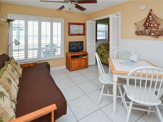 Sea Rocket 6, Studio, Gulf View, Ground Floor, BBQ Area, WiFi, Sleeps 4, North Redington Beach