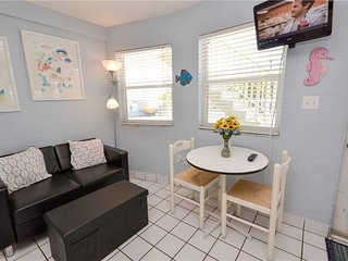 Sea Rocket 8, Studio, Ground Floor, BBQ Area, WiFi, Sleeps 2, North Redington Beach