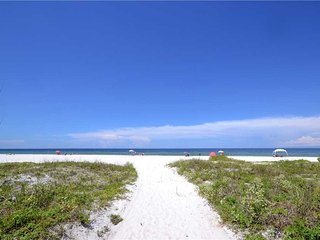 San Remo 303, 2 Bedroom, Gulf View, Pool, Private Beach Access, Sleeps 6, Redington Shores