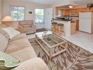 Waves 17, 1 Bedroom, Pool View, Heated Pool, BBQ, WiFi, Sleeps 4, Saint Pete Beach