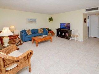 Waves 18, 2 Bedroom, Pool View, Heated Pool, BBQ, WiFi, Sleeps 4, Saint Pete Beach