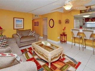 Waves 19, 2 Bedroom, Corner Unit, Heated Pool,BBQ, WiFi, Sleeps 6, Saint Pete Beach