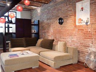 Charming apartment with industrial décor near the Sagrada Familia, Barcelona