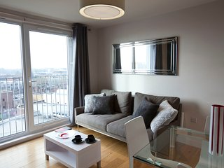Watford Central -  Luxury 2 bed / 2 bath penthouse