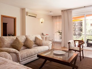 Luxury apartment with wide terrace next to the Barcelona Fair., Barcelone