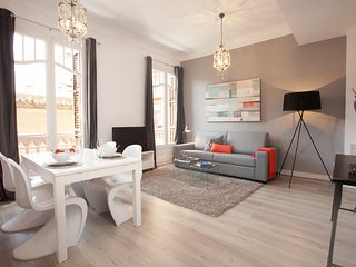 2 bedroom luxury apartment in Barcelona center