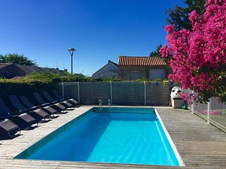 6 bedrooms, Ideal for multi-generation families, 5* reviews, near sandy beaches
