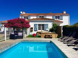 Fabulous reviews, pool, hot tub & nr beach, La Tranche-sur-Mer