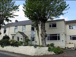 Cottage Court Hotel -  RM 8 & 9  King Size Bed, Tenby