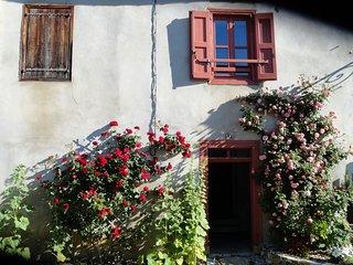 Maison dominant le village de Montségur, Montsegur