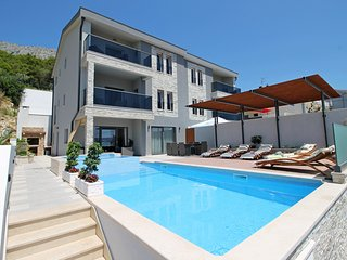 NEW!! LUXURY VILLA PARADISE+ heated pool+billiards, Omis