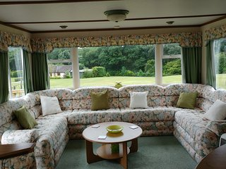 6 Birth Well Equipped Comfortable Caravan, Llanbrynmair