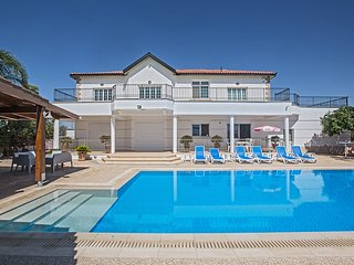 Papas Villa,5 Bed with pool, Wheelchair Accessible, Protaras
