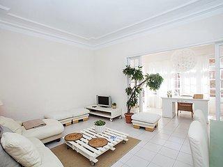 White Apartment near Sants, Barcelona
