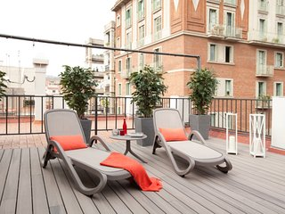 1 bedroom luxury penthouse in Barcelona center with a wide private terrace