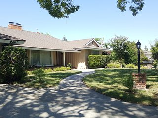 Vacation Home with Rec Room Near Disneyland, Garden Grove