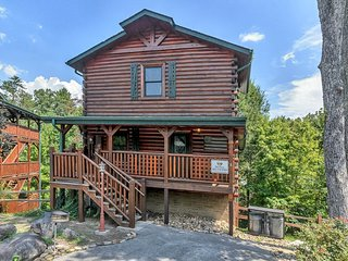 Gatlinburg Enchantment  3BR/3BA Sleeps 10