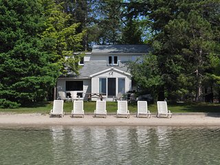 Weekly lakeside villa on sparkling Big Glen Lake!, Glen Arbor