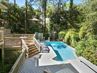 Wonderful multi-family home, 3 minute walk to beach, private pool, and close to South Beach too!, Hilton Head